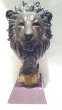 cabeza de león de bronce