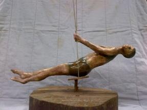 gimnasta fundida en bronce