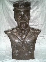 busto de bronce militar
