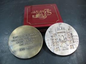medallones de plata y bronce estuchados