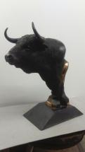 cabeza de toro en bronce