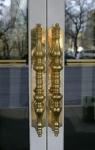 Tiradores de puertas en bronce